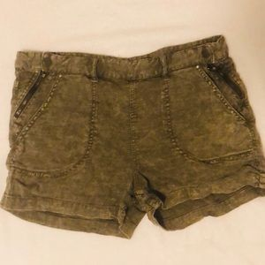Free People dark distressed green short, size 10.
